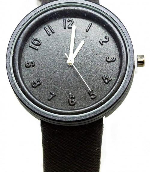 Ρολόι Unisex με Μαύρο Λουράκι και Λευκούς Δείκτες